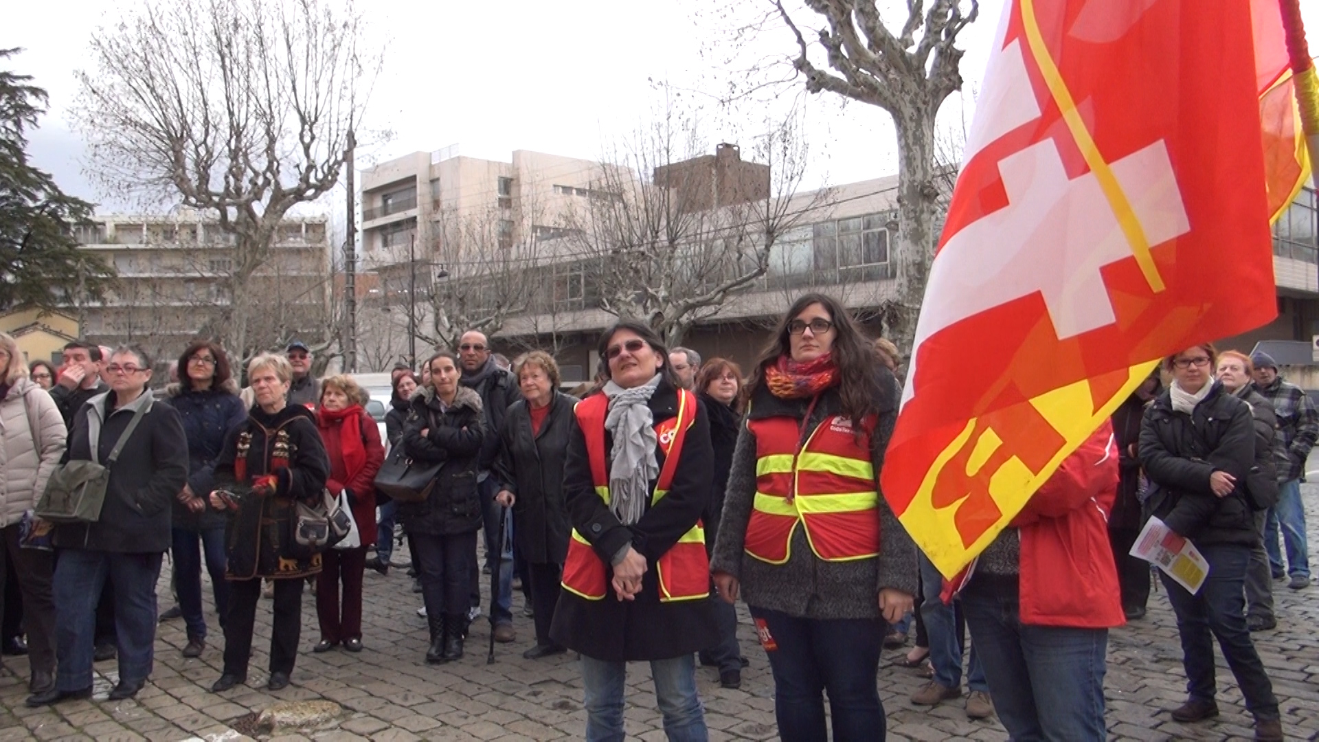 Manifestation cgt contre la fermeture de la boutique sncf for Au bureau draguignan